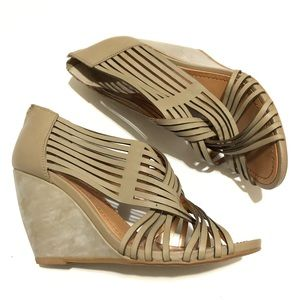 Seychelles Get To Know Me Taupe Wedge Sandal